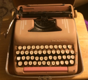 This is not the Silent-Super I learned on, as Mom's was lost under less than pleasant circumstances. This is one my hubby bought me for my birthday that I'm still restoring. (Click to embiggen)